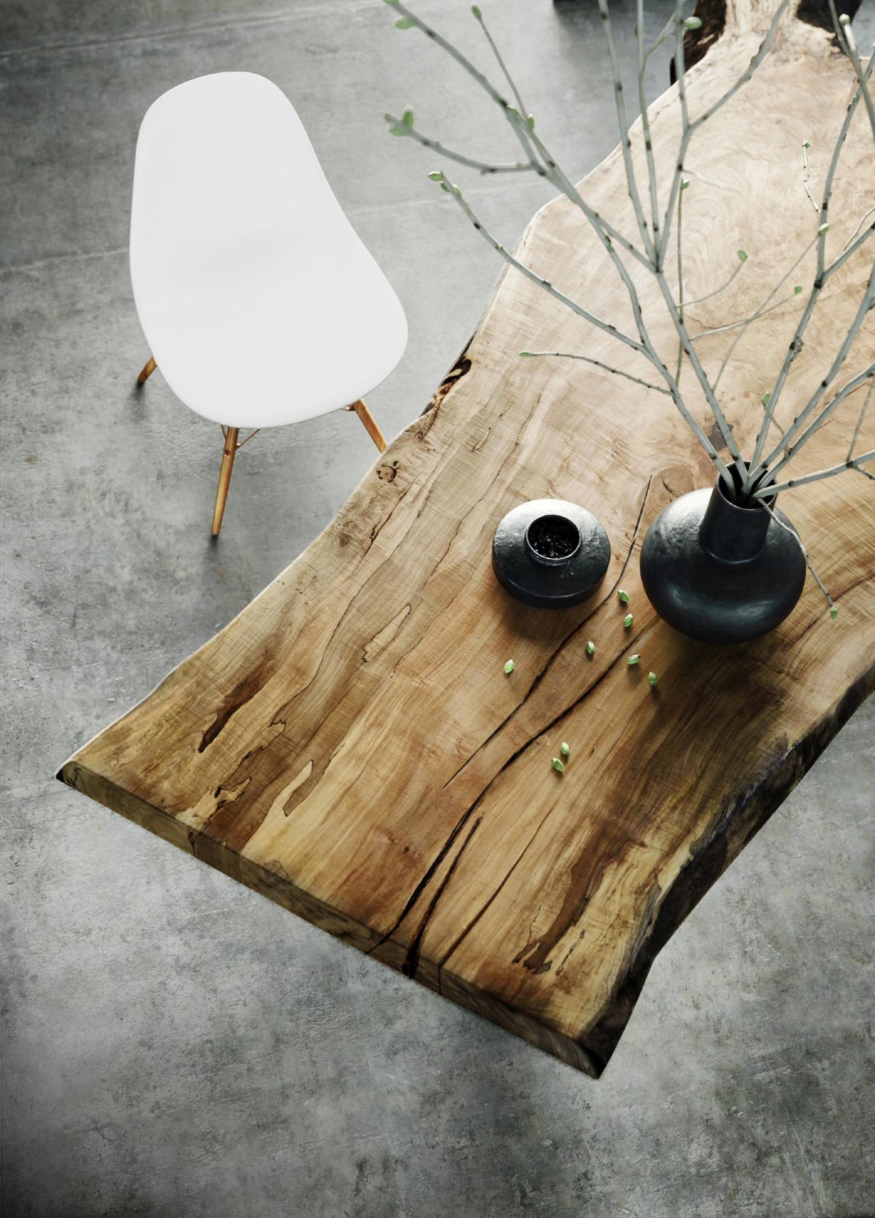 Vase & Table 3D Model